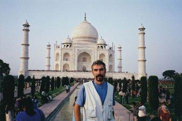 1999 Pred chrámom Tai Mahal v indickej Agre In front of Taj Mahal in Agra, India