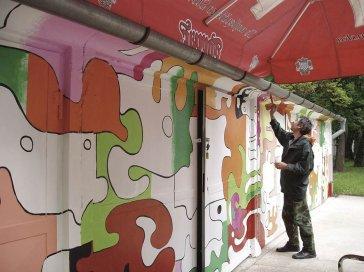 2006 Nástenná maľba v exteriéri – Veľká kamufl áž Mural painting in the exterior – Big Camoufl age
