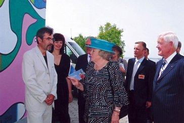 2007 Pokrstenie maľby Svetlá na vode holandskou kráľovnou Beatrix pri príležitosti jej návštevy Danubiany Launch of the mural Lights on Water by Dutch Queen Beatrix on the occasion of her visit to the Danubiana